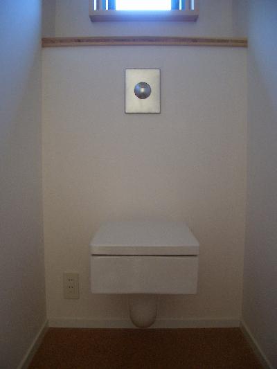 071218四角いトイレ.JPG